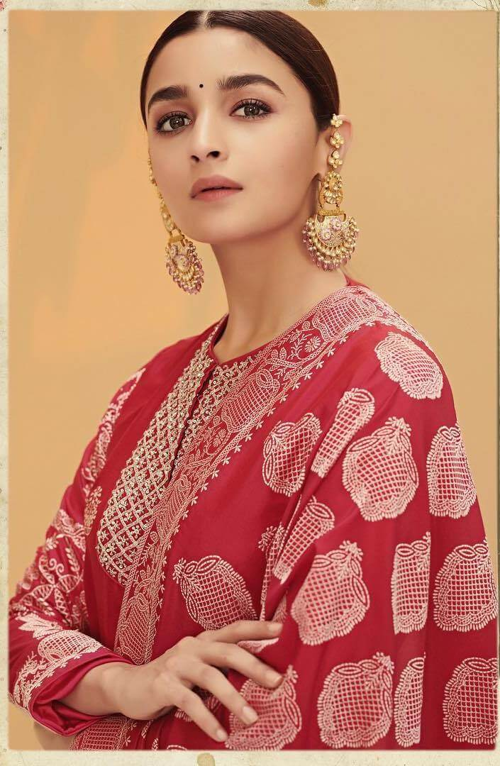 Alia Bhatt Biography | Age | Boyfriend | Family | Latest Hot Photos 2020, Photos, Videos, Full Movie Watch Online Free Down Load Leaked By Tamilrockers, Down Load Torrent Telegram File Link