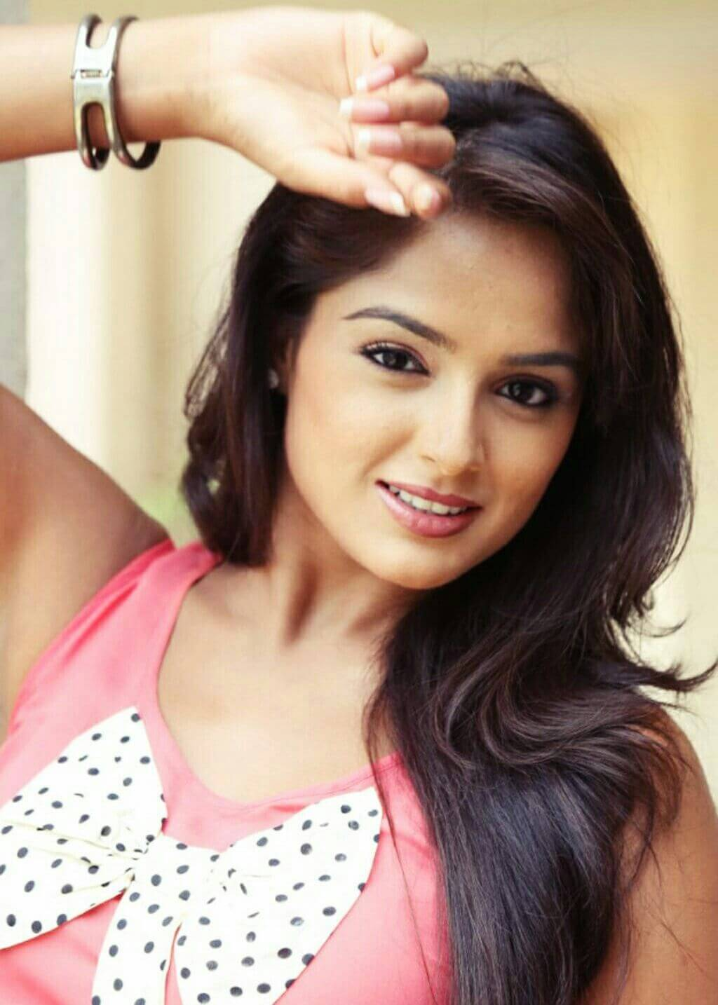 asmita sood posing in pink dress