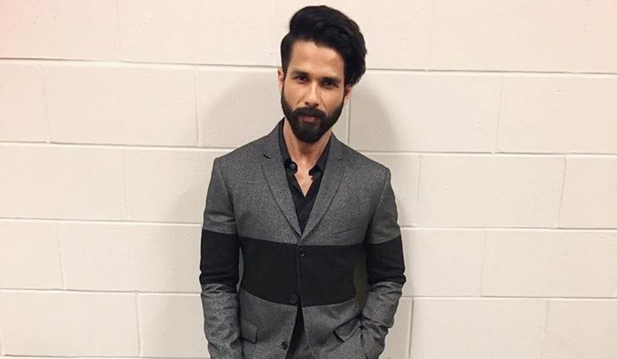 Shahid Kapoor Biography, Age, Birthdate, Birthday, Wiki, Height, Sister, Imdb, Movies, Hot HD Photos, Girlfriend, Sister, Family, Networth, Income, Upcoming Movies