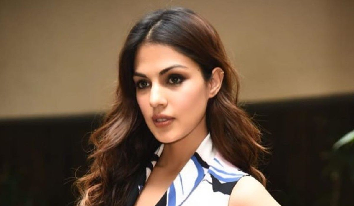 Rhea Chakraborty Actress Photo Imdb Wiki Bio Images Family Boyfriend News