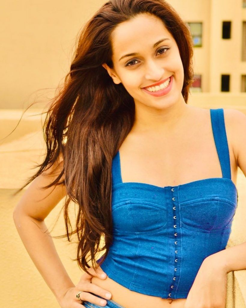 Shweta Pandit Indian Bollywood Background Singer Age, Net Worth, Father, Instagra, Family, Wiki, Photos, Songs, Songs List, Wedding, Boyfriend, Figure Size, Height