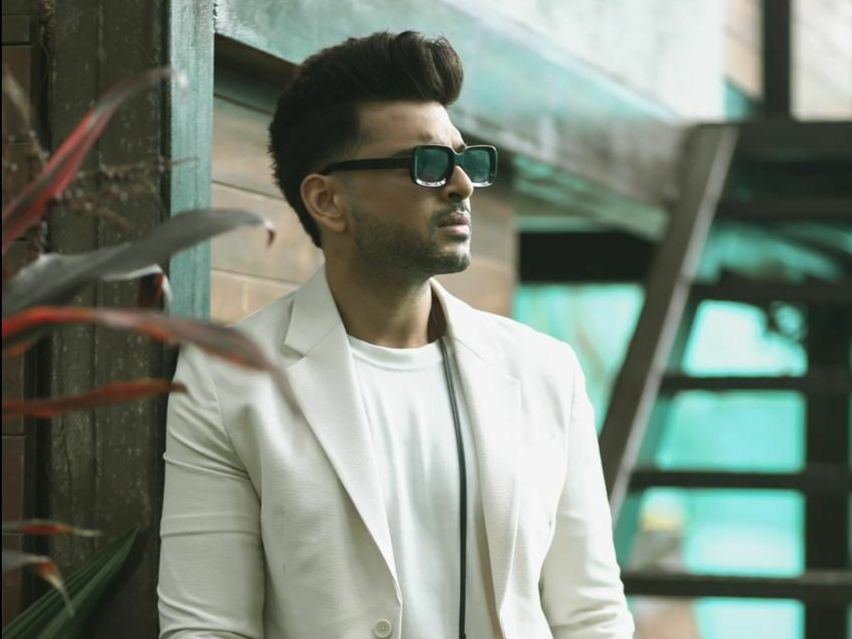 Karan Kundrra mints love from all over for apologizing to Pratik Sehajpal